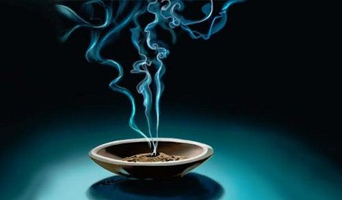Como usar incensos para mudar a vibração de sua casa?
