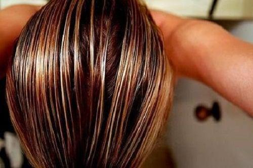 Clarear o cabelo com camomila