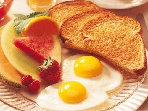 Um bom café da manhã todos os dias ajuda a prolongar sua vida