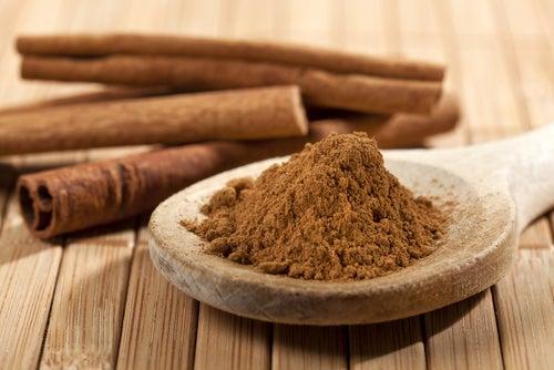 Chá de canela reduz o colesterol e o risco de doenças cardíacas