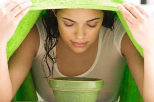 Banho de vapor com chá verde contra acne