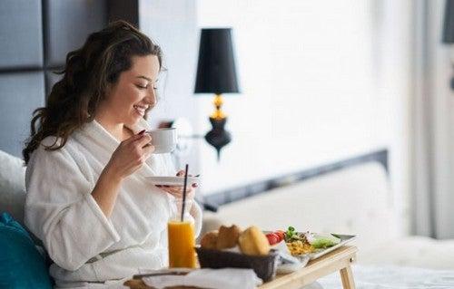 O que deve incluir um bom café da manhã?