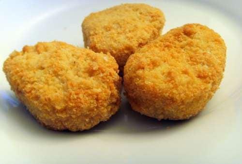 Você sabe como são feitos os nuggets de frango?