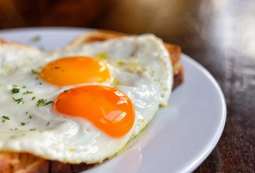 dieta com ovos para diminuir a queda de cabelo