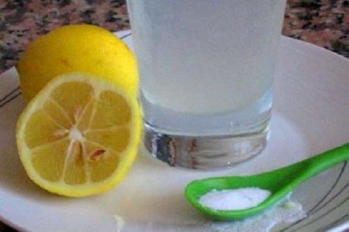 3 Opções deliciosas para tomar água com limão pela manhã
