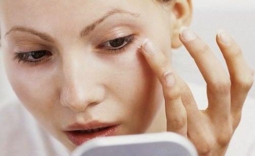 Como preparar a máscara para rejuvenescer o rosto