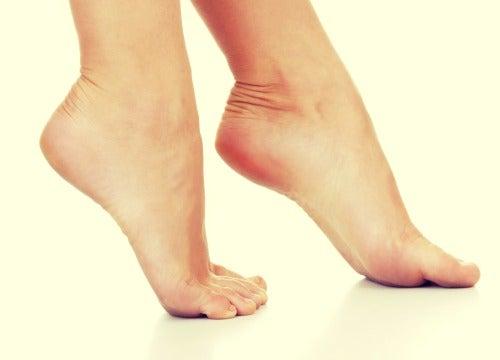 Como eliminar o mau cheiro dos sapatos e cuidar dos pés