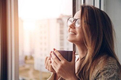 A relação entre tomar café e ter fome