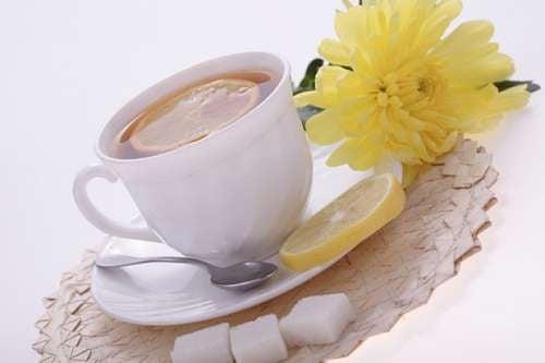 As incríveis propriedades do chá de casca de limão