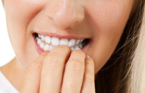 hábito de roer as unhas