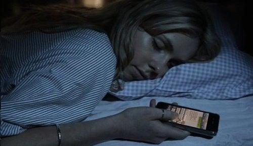 Dormir-con-celular