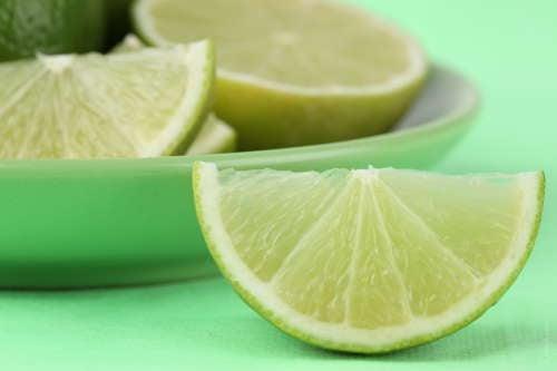 Comer limão pode acabar com o soluço