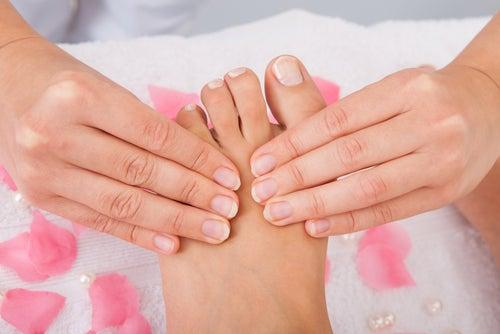 Estimular os pés