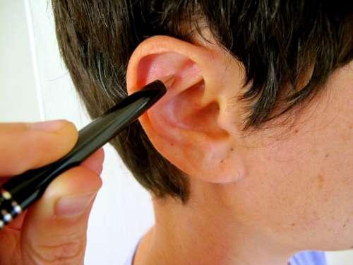 Alivie o estresse massageando este ponto do ouvido