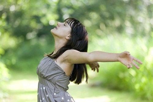 Controlar a respiração para relaxar a mente