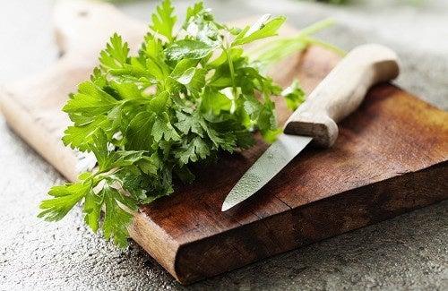 Chá de Salsa para combater celulite
