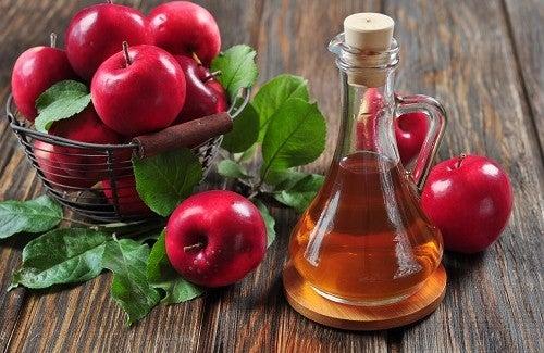 Vinagre de maçã contra a acne cística