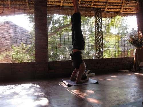 yoga para evitar varizes