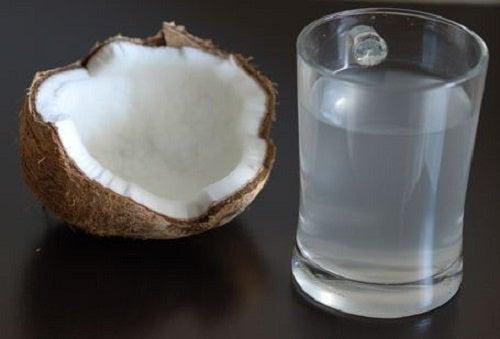 Isto acontece no corpo quando você bebe água de coco