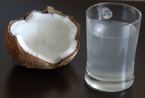 Isto é o que acontece com seu corpo quando você bebe água de coco