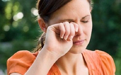 Irritação nos olhos: Como tratar a coceira e o ardor?