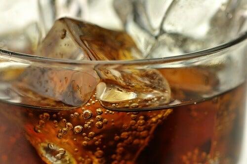 Você sabia que os refrigerantes light aumentam nossa gordura abdominal?