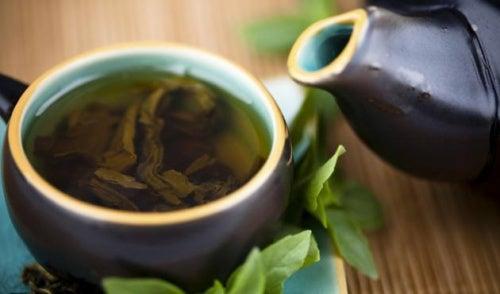 Cura filtrante de chá verde, limão e erva-doce