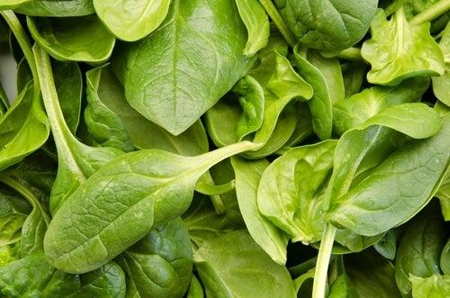 Folhas de espinafre para prevenir a gripe