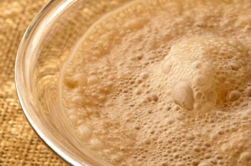Os incríveis benefícios de tomar levedura de cerveja pelas manhãs