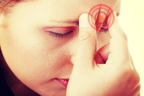 A enxaqueca na mulher: causas e tratamento