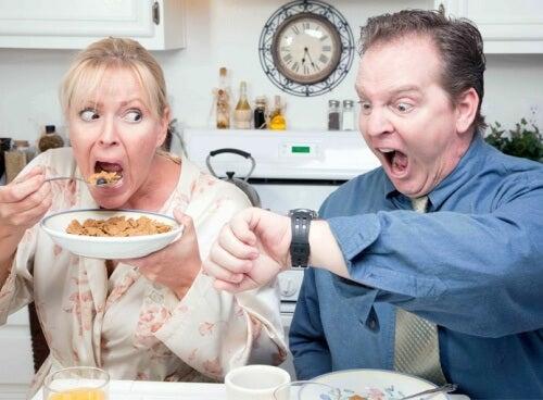 Pular o café da manhã engorda: descubra as melhores opções