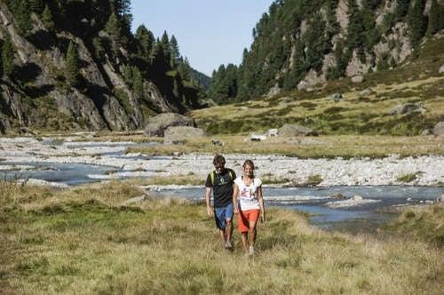 deporte-caminar-naturaleza-marketing-deluxe-500x332