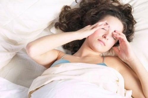 dor-de-cabeça-ao-despertar-500x333