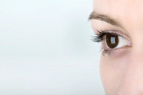 Mulher treinando a visão