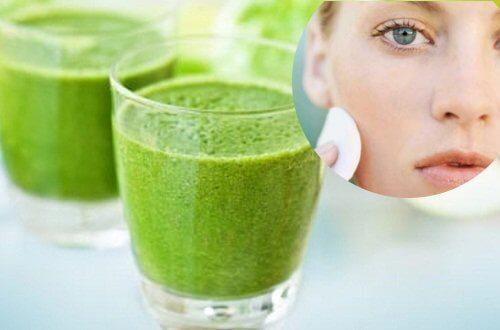 6 sucos fáceis de preparar que te ajudam a ter uma pele saudável