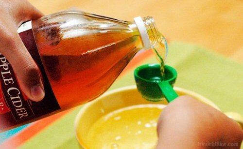 O vinagre de maçã ajuda a limpar frutas e verduras