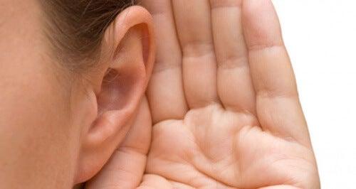 Acufenos, os incômodos assobios nos ouvidos: causas e tratamentos
