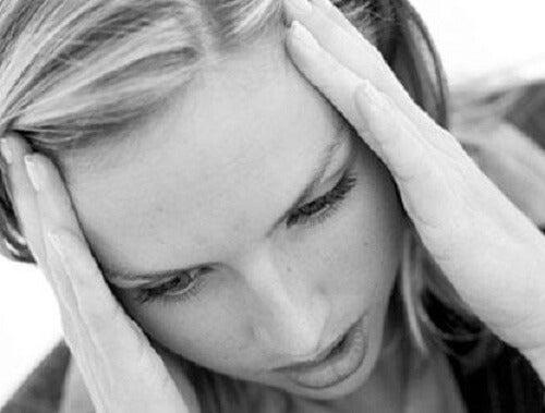 Estresse pode causar queda dos cílios