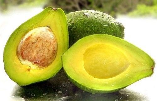 abacate  com caroço