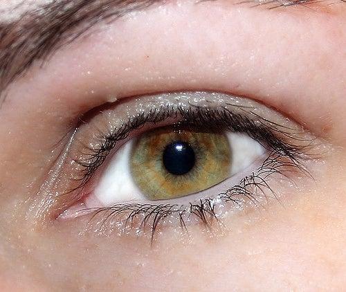 Olhos brilhantes para realçar a beleza