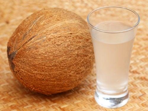 10 razões pelas quais a água de coco vai revolucionar sua saúde