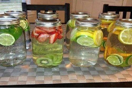 8 águas saborizadas curativas que você tem que provar