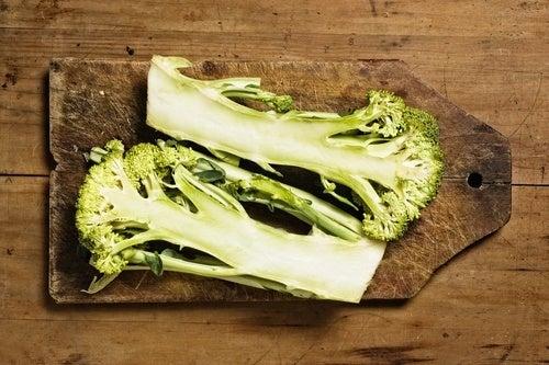 Como-incluir-tallos-de-brócoli-en-tu-dieta-500x333
