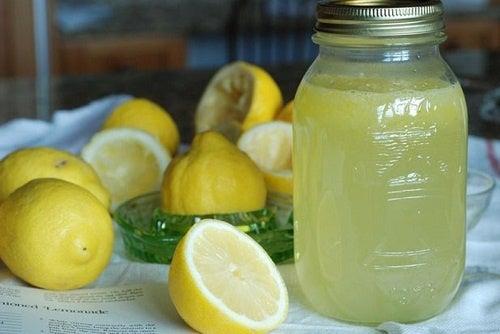 Limão, ingrediente de potente bebida depurativa