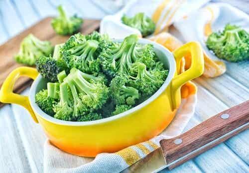 Como comer o brócolis para aproveitar seus nutrientes?