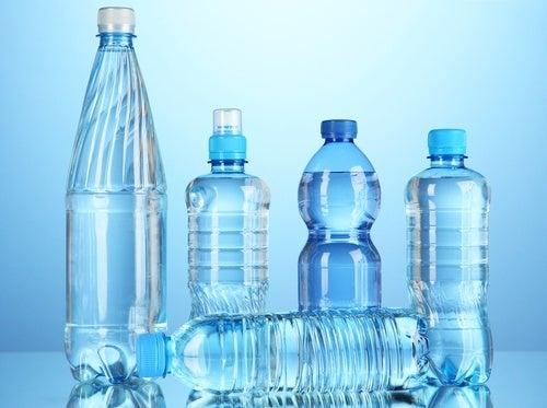 Água engarrafada pode conter toxinas