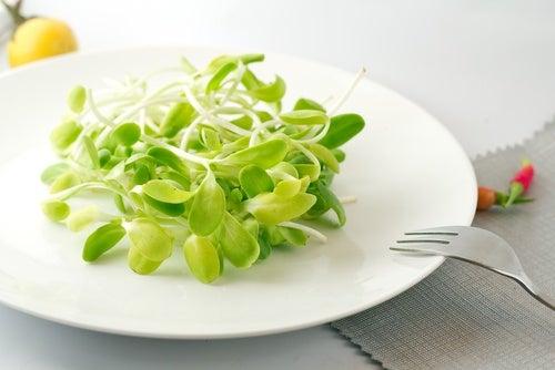 Consuma alimentos crus para combater a tristeza