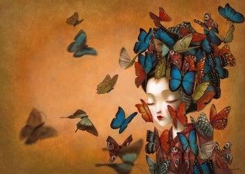 Mulher com borboletas sem amor