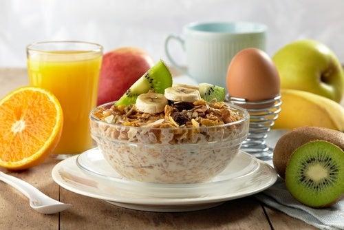 8 formas de fazer um café da manhã saudável e delicioso