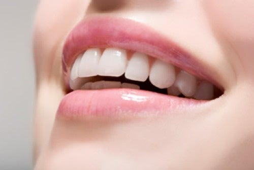 Clarear os dentes para ficar mais jovem